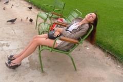 Много удобных креслиц