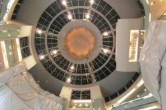 Огромные торговые центры. Вид изнутри-снизу