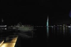 Фонтан в Женевском озере. Выглядит обычным, но это самый высокий фонтан в Европе и один из самых высоких в мире