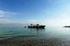 Одинокий и вряд ли рабочий кораблик
