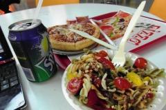 Еда в аэропорту совсем не еврейская, скорее итальянская