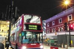 Один из символов - красные двухэтажные автобусы