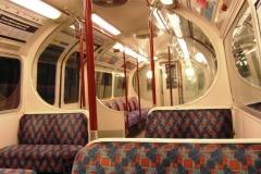 В 5 утра в метро пусто