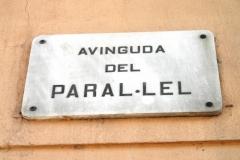 Таблички с названиями улиц выглядят так