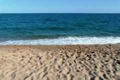 Снова пляж, тот самый песок, который был раньше