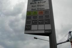 Остановки довольно удобные: есть номера автобусов и направления