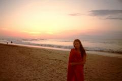 На фоне солнышка и океана