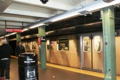 Типичная станция и поезд
