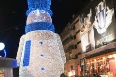 И гигантский снеговик