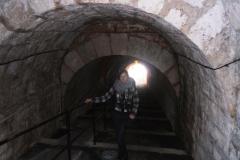 Вот такой тоннель ведет на пляж