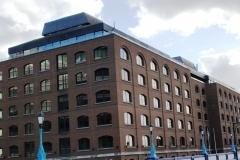 Современные здания рядом