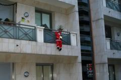 Кто это тут лезет на балкон?!