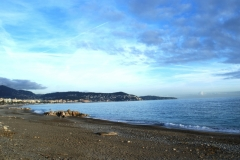 Пустой пляж...