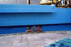 Довольные в бассейне