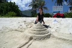 Построила замок из песка