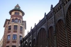 Центральный рынок Atarazanas (справа)