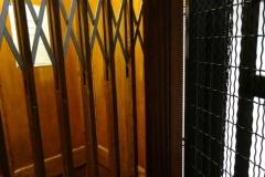 Старый лифт в одном из домов