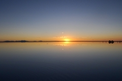 Водное зеркало на солнчаке Уюни