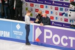 Михаил Коляда с тренерами. Серьезный настрой