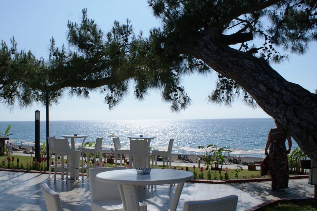 Euphoria Hotel Tekirova. Приятно обедать с видом на море