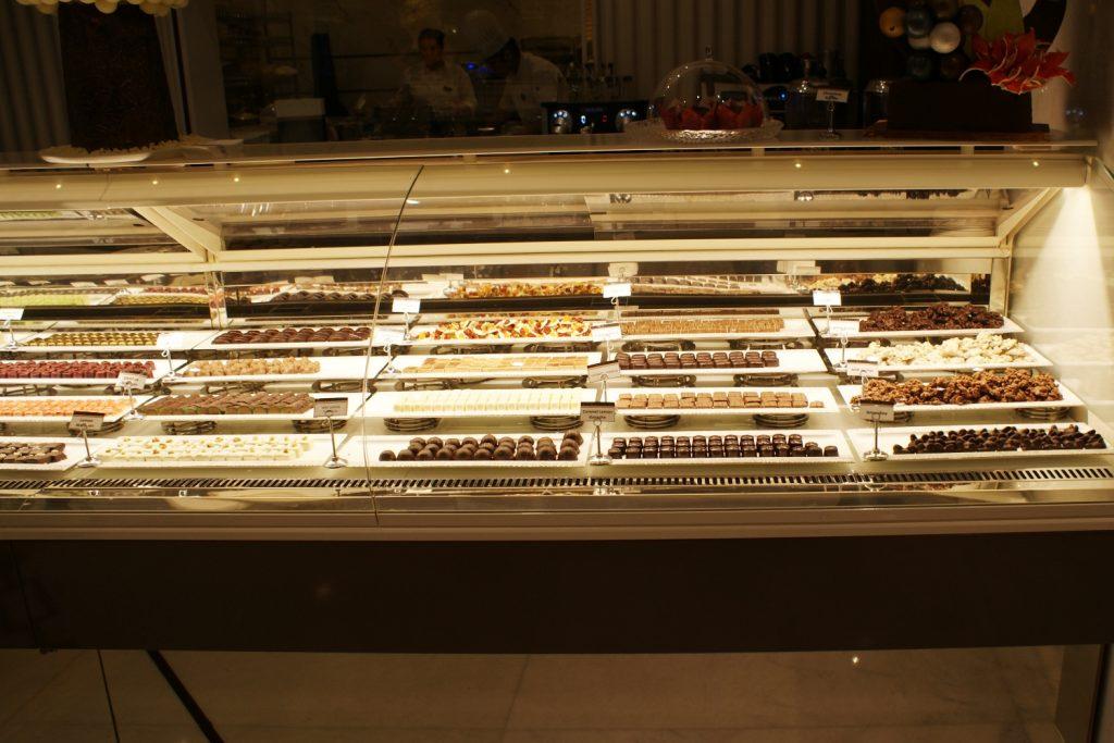 Maxx Royal - более 20 видов шоколада на выбор! Если не путаю, готовят прямо тут
