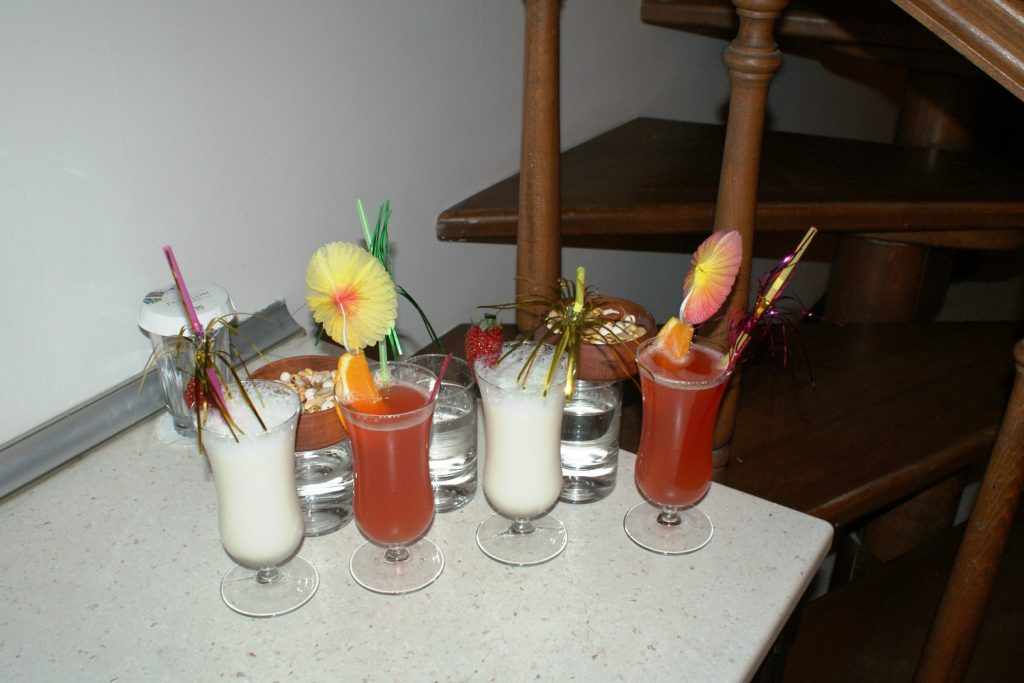 Набрали коктейлей