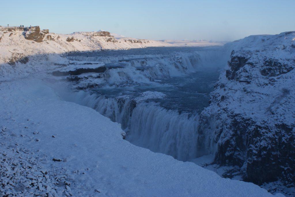 Вода, окруженная льдом... Невероятное зрелище, а какой шум!