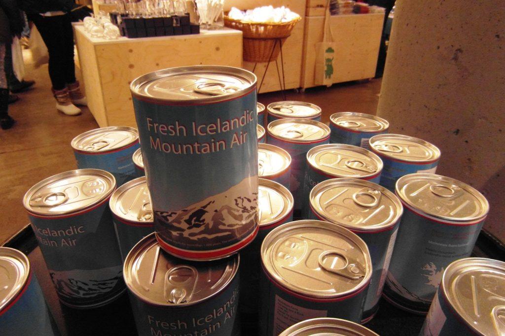 А это шедевр! Можно купить чистый исландский воздух. В банке. Why not?