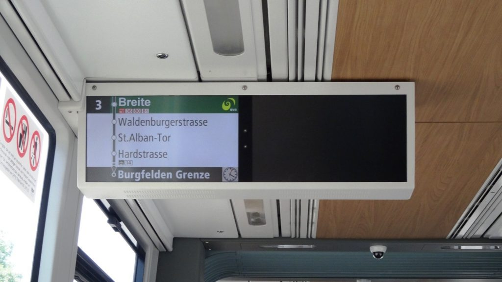 Внутри - удобные электронные табло, также остановки объявляют на немецком (иногда еще французском/английском)