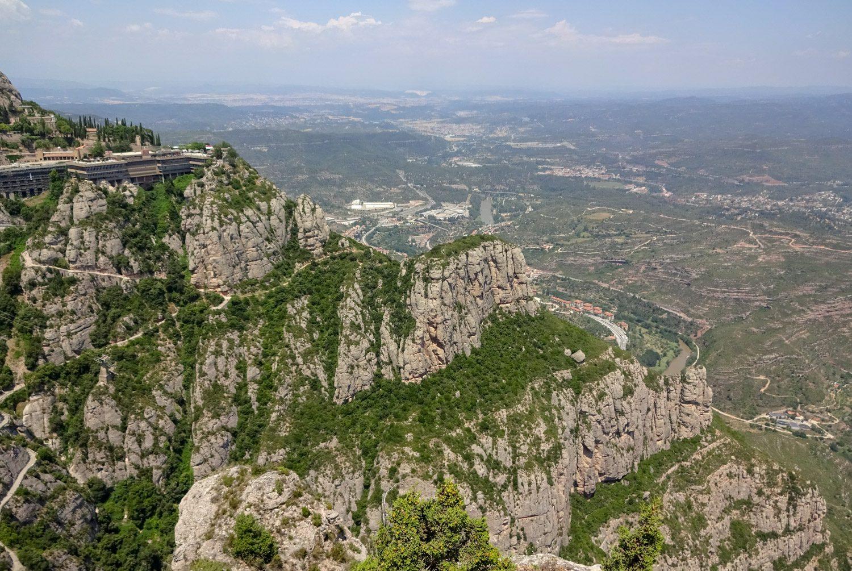 Думаю, многие отдыхавшие в Каталонии видели эти горы на открытках и в рекламных буклетах