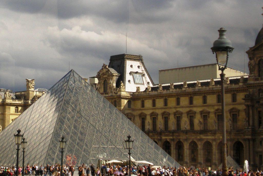 Лувр. Как всегда толпы