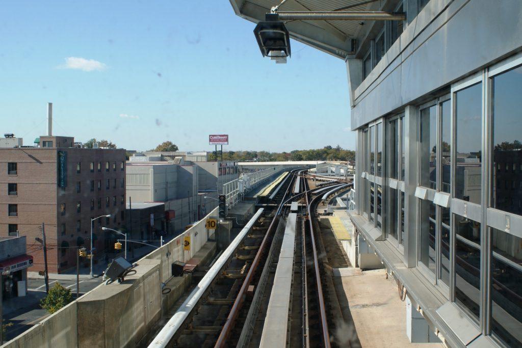 Как обычно, люблю занять место у лобового стекла, если поезд без машиниста