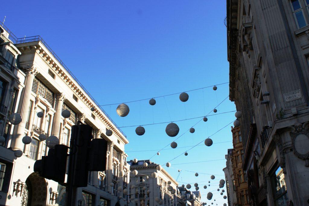 Улицы украшены к Новому году