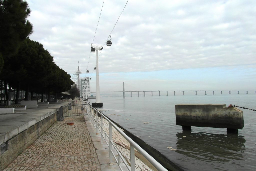 Канатка и очень длинный мост