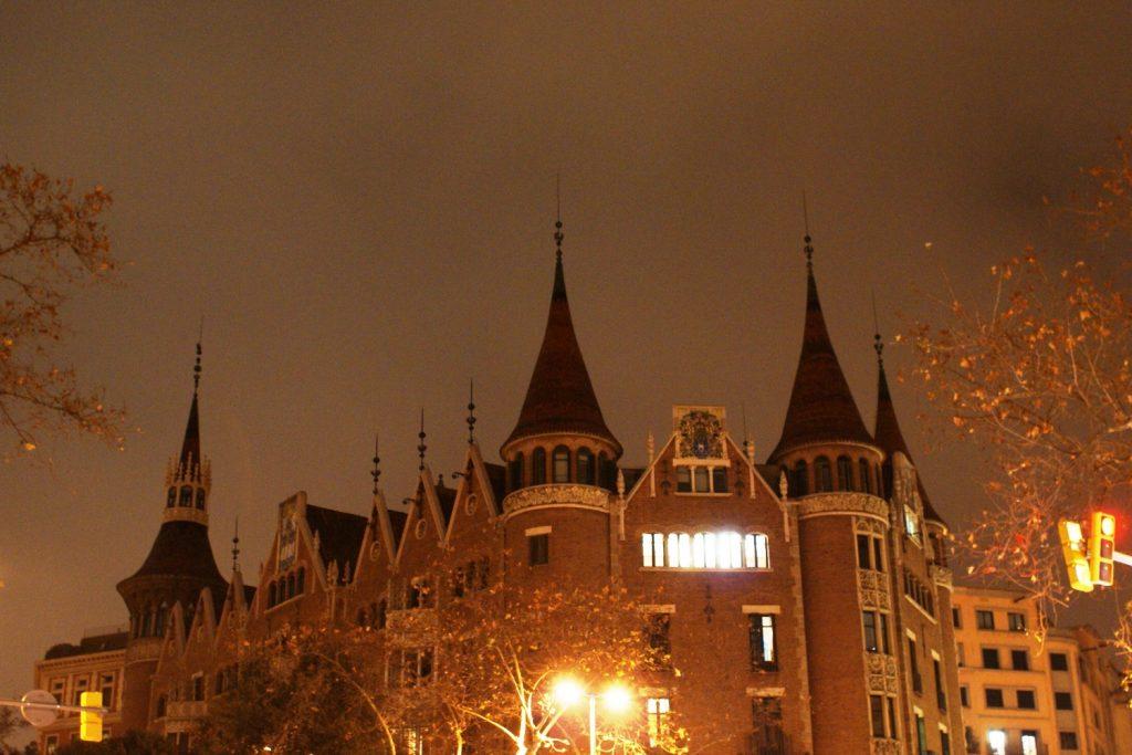 Барселона вечером сказочная!