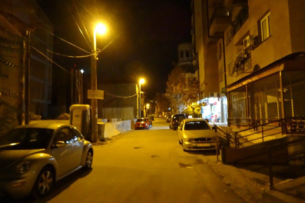 По ночам все равно приятно погулять