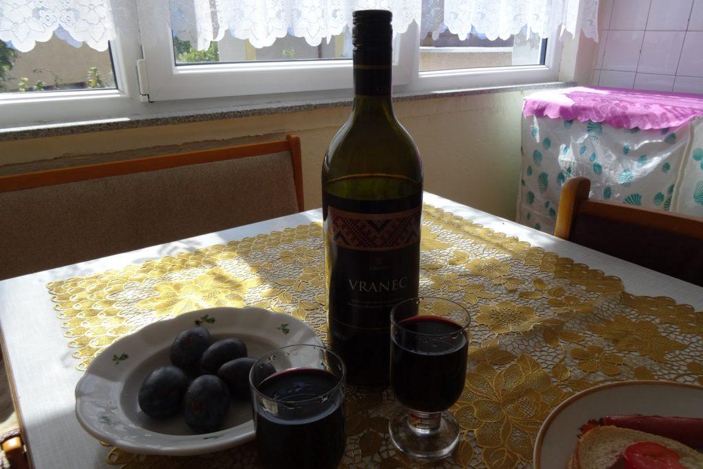 Как не попробовать местное вино?