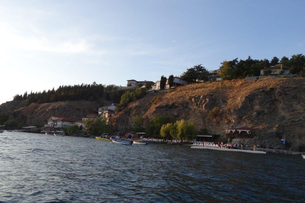 Охридское озеро под стать городку. Мило, аккуратно, приятно