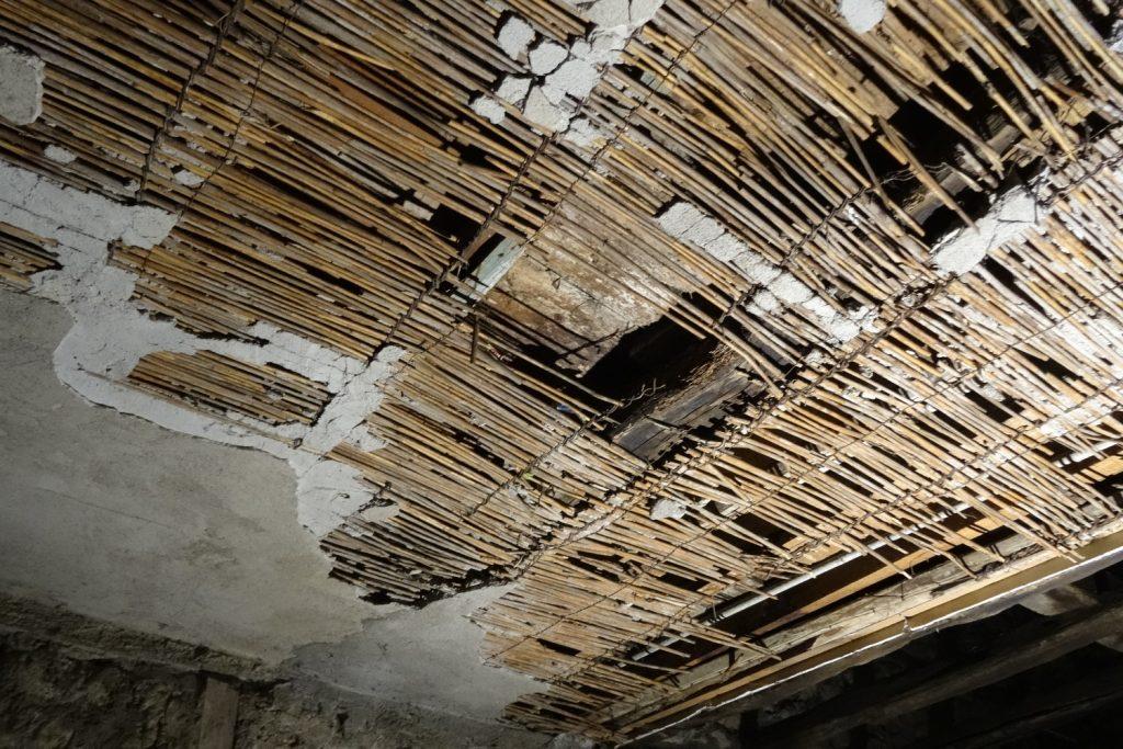 Потолок в тоннеле