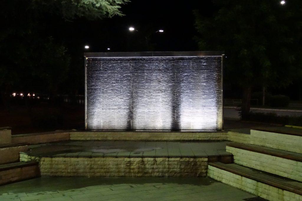 Стена с водой