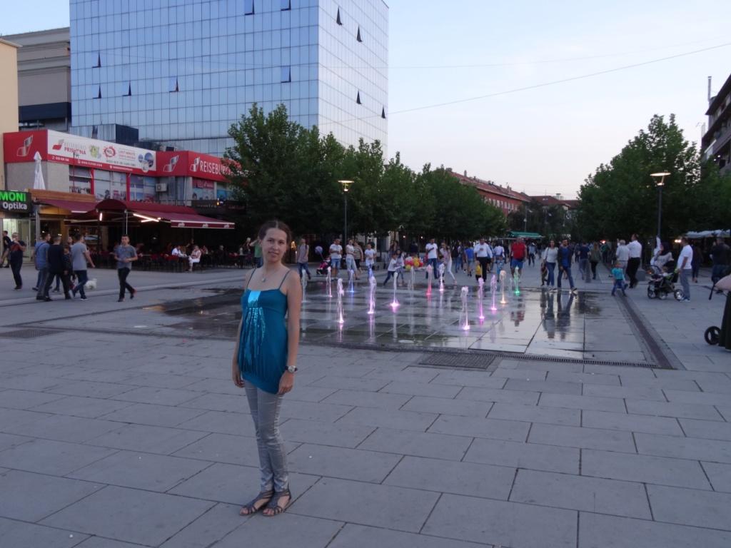 Селиться рекомендую неподалеку от бульвара Марии Терезы - главной пешеходной улицы города. В конце ее - площадь, мы жили рядом