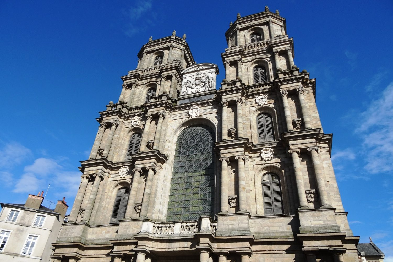 Собор Сен-Пьер, построенный в конце XIX века