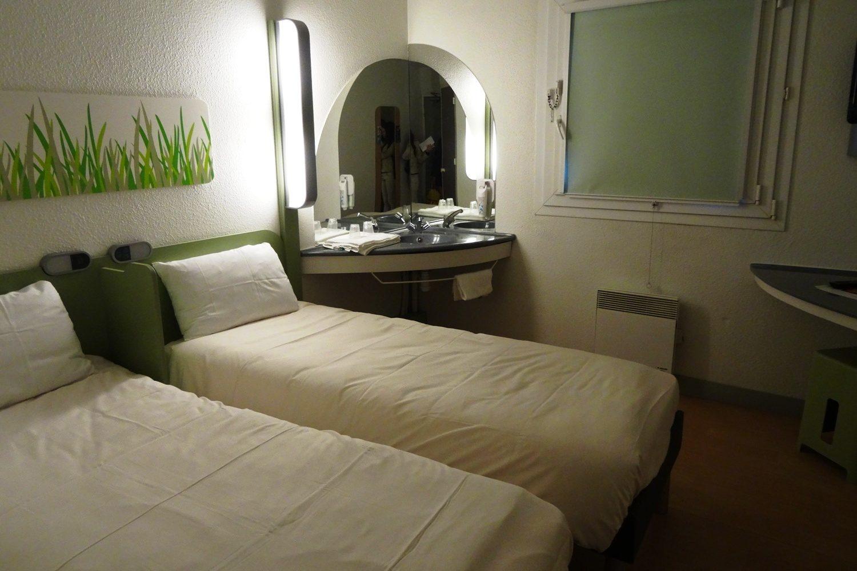 По просьбе Ирины снова фоткаю отель: совершенно типичный