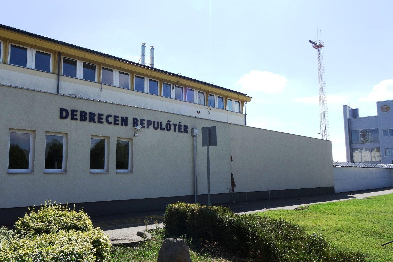 Вот такой скромный аэропорт в Дебрецене