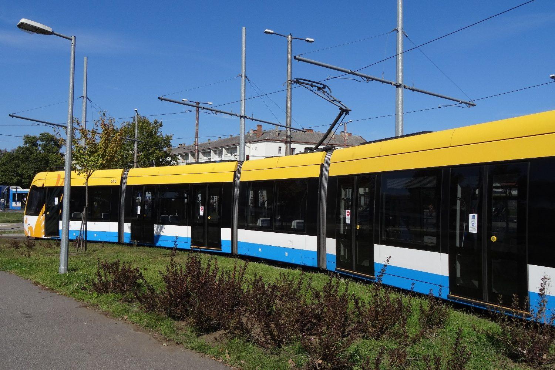 По главной улице ходит трамвай
