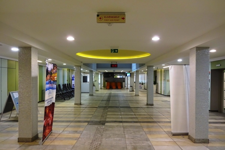 Переходы между частями комплекса Aquaticum Debrecen