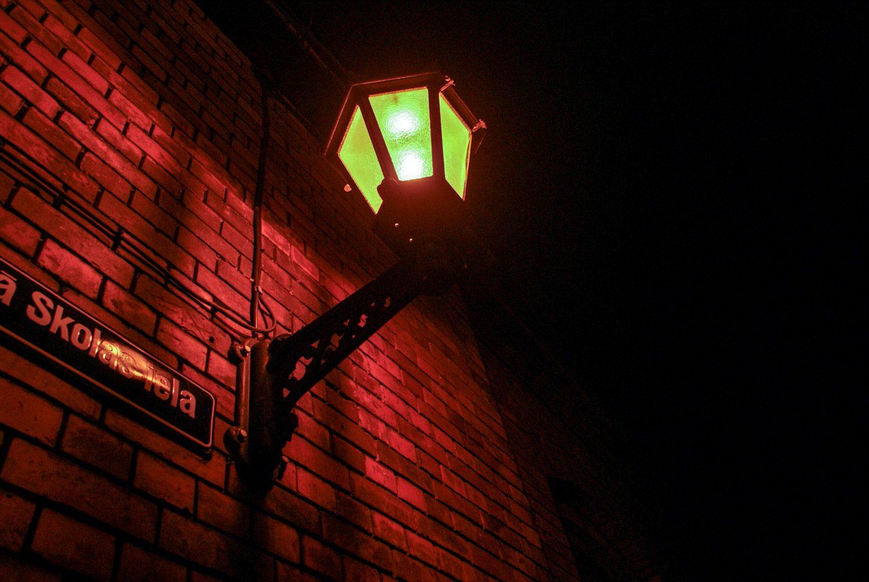 По вечерам включают красивые фонари