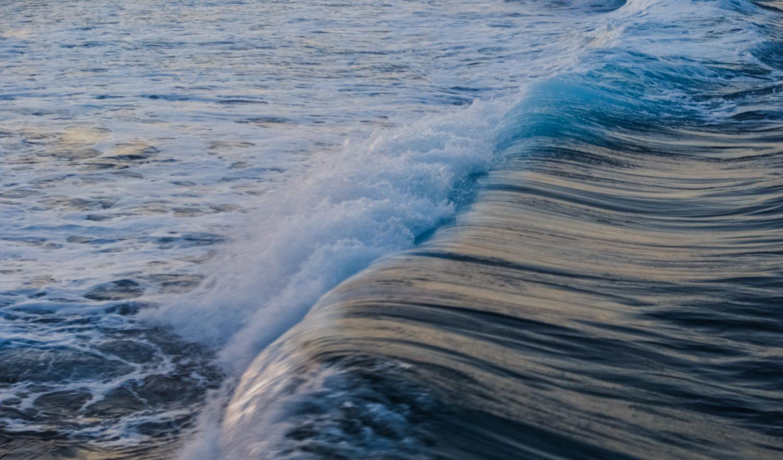 Вечером волны очень красивые
