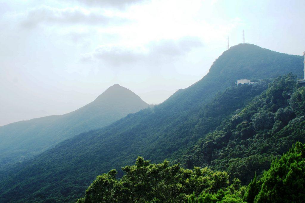 Горы по пути на пик Виктория