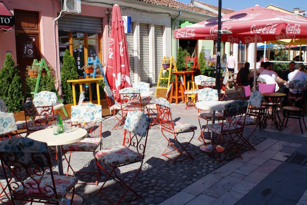 Милые уличные кафе
